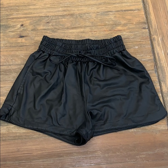 goodtime Pants - Black Faux leather shorts